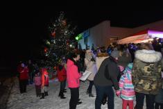 Rozsvícení vánočního stromu v obci Smrk