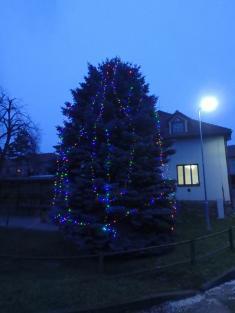 Nová vánoční výzdoba v obci Kozlany