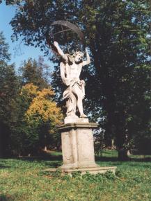 Budišov - socha Atlanta vzámeckém parku (kp)