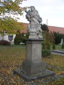 Vladislav - socha sv.Jana Nepomuckého